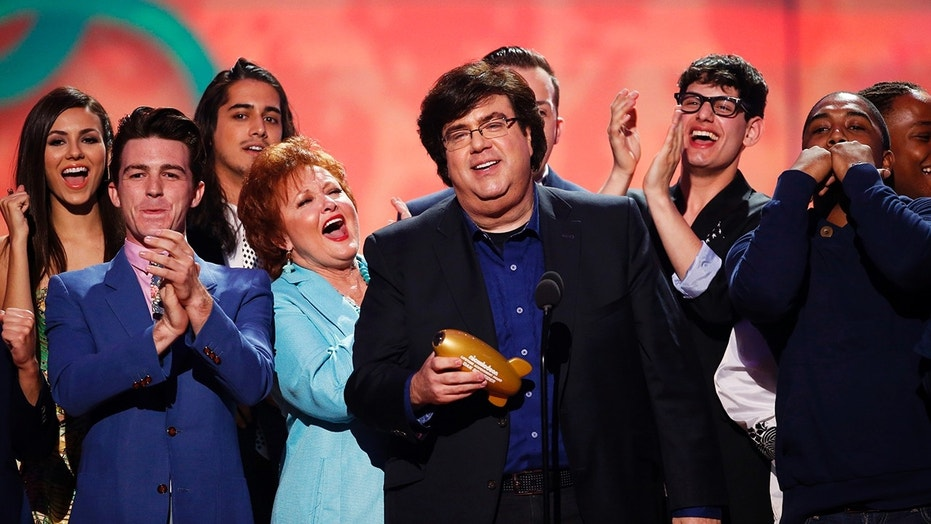 Dan Schneider accepts the lifetime achievement award at the 27th Annual Kids' Choice Awards in Los Angeles, California March 29, 2014.  REUTERS/Mario Anzouni  (UNITED STATES  Tags: ENTERTAINMENT)(KIDSCHOICE-SHOW) - TB3EA3U03NNP4