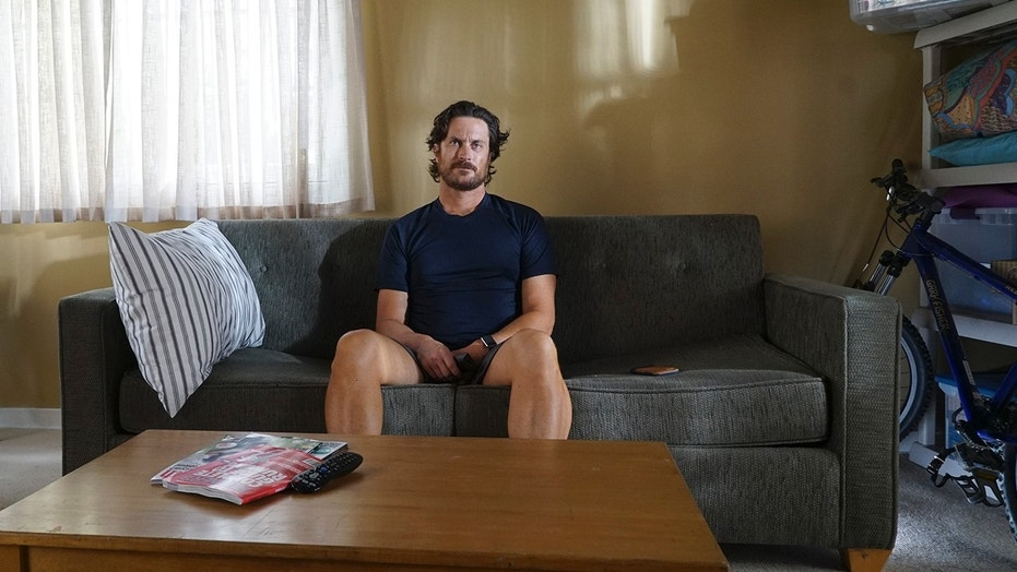"""Oliver Hudson stars in ABC's new series """"Splitting Up Together."""""""