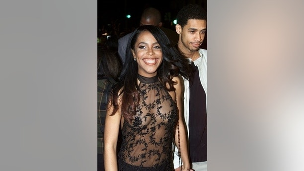 """Singer/actress Aaliyah arrives with her brother Rashad Hasan (R) at the premiere of her new film """"Romeo Must Die"""" March 20 in Los Angeles. """"Romeo Must Die"""" marks the English-language starring debut of Jet Li and feature film debut of recording artist Aaliyah.  FSP - RP2DRHXUHLAD"""