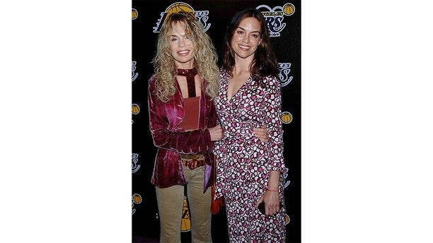 US actress Dyan Cannon and her daughter Jennifer Grant arrive for the Lakers casino night benefit in California.  U.S. actress Dyan Cannon (L) and her daughter Jennifer Grant arrive for the 2nd annual Las Vegas Casino Night to benefit the Los Angeles Lakers Youth Foundation in Santa Monica, California April 14, 2005. Actor Cary Grant, now deceased, is Jennifer's father. REUTERS/Jim Ruymen - RP6DRMTHZFAA