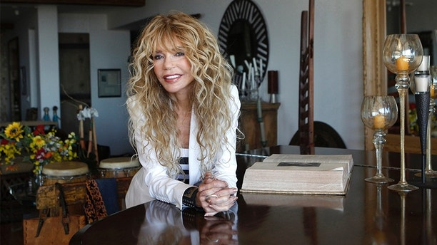 """Actress Dyan Cannon poses for a portrait at her home in West Hollywood, California October 12, 2011.  It was a fairy tale romance that turned in to a stormy marriage, and now Dyan Cannon has chronicled her relationship with Hollywood legend Cary Grant in her new book, """"Dear Cary: My Life with Cary Grant."""" With an age difference of over 30 years, the duo had a  magical courtship in the 1960s that eventually gave way to the dark side of Grant after they were engaged. Following three years of marriage and not long after the birth of their daughter Jennifer, the couple divorced and Cannon suffered a nervous breakdown. Picture taken October 12, 2011.     REUTERS/Mario Anzuoni (UNITED STATES - Tags: ENTERTAINMENT PROFILE) - GM1E7AF0E1S01"""