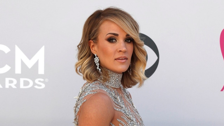 Carrie Underwood Shows Face (Again) Five Months After Nasty 2017 Injury