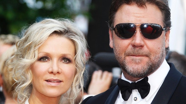 """Cast member Russell Crowe and his wife Danielle Spencer arrive for the screening of """"Robin Hood"""" by director Ridley Scott and for the opening ceremony of the 63rd Cannes Film Festival May 12, 2010. Nineteen films compete for the prestigious Palme d'Or which will be awarded on May 23.   REUTERS/Eric Gaillard  (FRANCE - Tags: ENTERTAINMENT) - GM1E65D05OB01"""