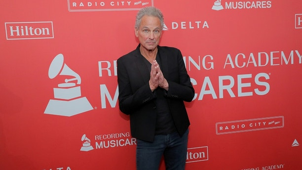Musician Lindsey Buckingham of Fleetwood Mac arrives to attend the 2018 MusiCares Person of the Year show honoring Fleetwood Mac at Radio City Music Hall in Manhattan, New York, U.S., January 26, 2018.  REUTERS/Andrew Kelly - RC1EA34AAE40