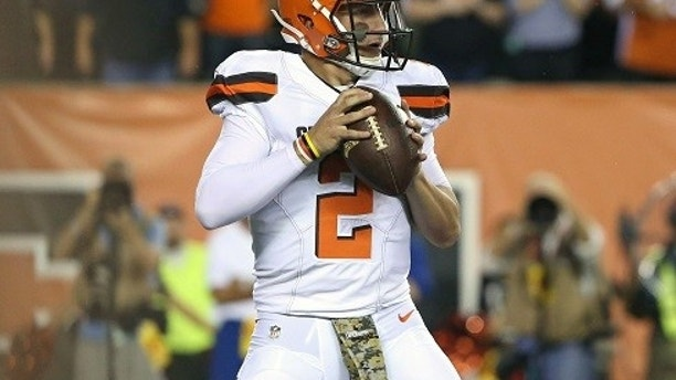 Nov 5, 2015; Cincinnati, OH, USA; Cleveland Browns quarterback Johnny Manziel (2) looks to pass in the first half against the Cincinnati Bengals at Paul Brown Stadium. Mandatory Credit: Aaron Doster-USA TODAY Sports  / Reuters  Picture Supplied by Action Images   (TAGS: Sport American Football NFL) *** Local Caption *** 2015-11-06T020051Z_466881824_NOCID_RTRMADP_3_NFL-CLEVELAND-BROWNS-AT-CINCINNATI-BENGALS.JPG - MT1ACI14155870