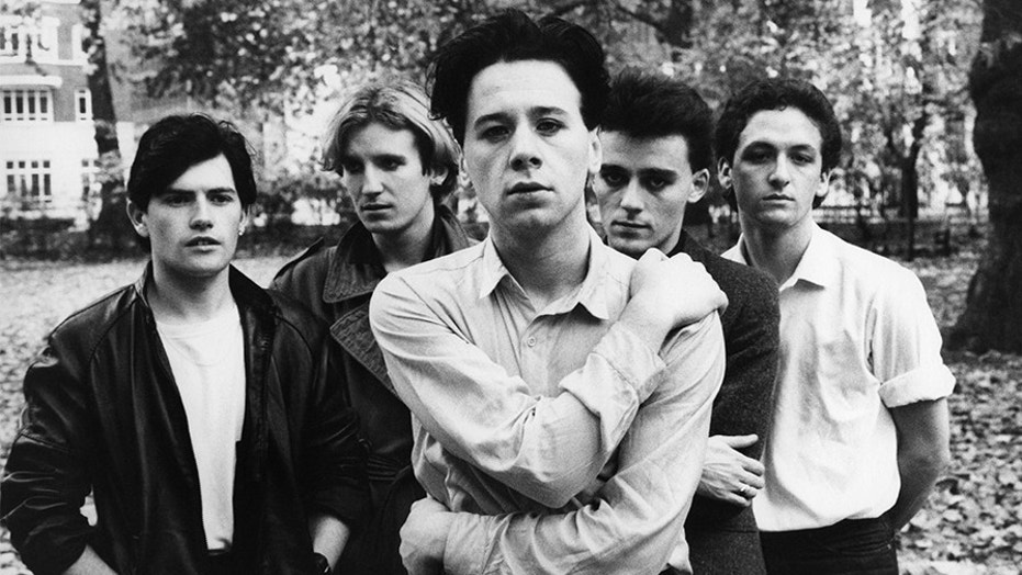 Jim Kerr (center) of Simple Minds.