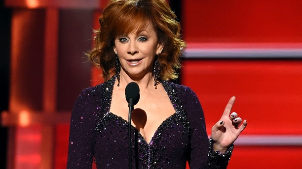 Host Reba McEntire speaks at the 53rd annual Academy of Country Music Awards at the MGM Grand Garden Arena on Sunday, April 15, 2018, in Las Vegas. (Photo by Chris Pizzello/Invision/AP)