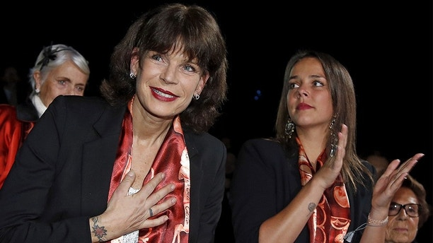 Princess Stephanie of Monaco (L) gestures as her daughter Pauline Ducruet applauds during the opening of the 40th Monte-Carlo International Circus Festival in Monaco January 14, 2016.  REUTERS/Eric Gaillard - GF20000095205