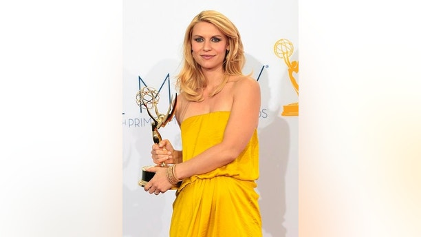 "Claire Danes holds the Emmy award for outstanding lead actress in a drama series for her role in ""Homeland"" at the 64th Primetime Emmy Awards in Los Angeles September 23, 2012.  REUTERS/Mario Anzuoni (UNITED STATES  Tags: ENTERTAINMENT) (EMMYS-BACKSTAGE)"