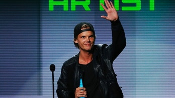 Avicii accepts the favorite electronic dance music artist award at the 41st American Music Awards in Los Angeles, California November 24, 2013.  REUTERS/Lucy Nicholson (UNITED STATES - TAGS: ENTERTAINMENT) (AMA-SHOW) - TB3E9BP09ZGUM