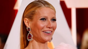 Actress Gwyneth Paltrow, wearing a custom Ralph & Russo pink one sleeve gown with a giant flower on the shoulder, arrives at the 87th Academy Awards in Hollywood, California February 22, 2015.    REUTERS/Lucas Jackson (UNITED STATES TAGS:ENTERTAINMENT) (OSCARS-ARRIVALS) - TB3EB2N0DDD0U