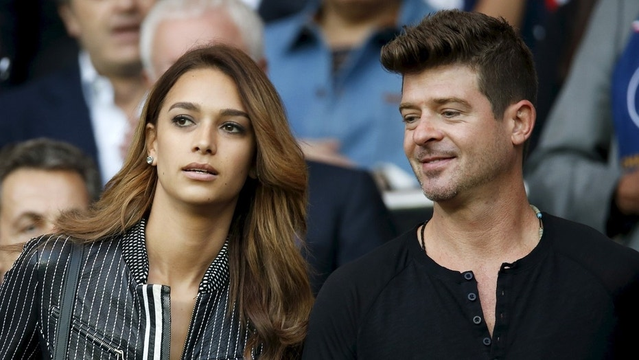 Robin Thicke's girlfriend April Love Geary hi