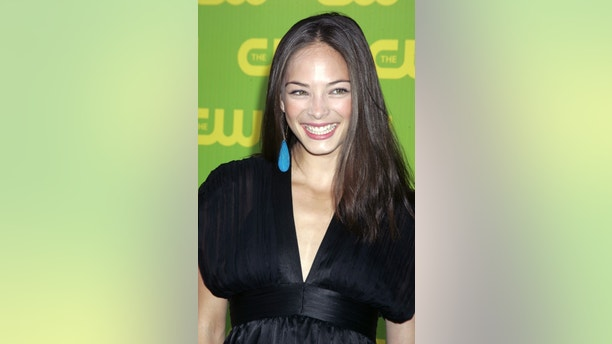 """Canadian actress Kristin Kreuk, star of the drama series """"Smallville"""", poses as she arrives at the launch party for the CW television network at Warner Bros. studios in Burbank, California September 18, 2006. REUTERS/Fred Prouser (UNITED STATES) - GM1DTNMDJOAA"""
