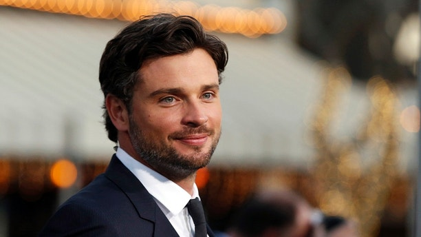 """Cast member Tom Welling poses at the premiere of """"Draft Day"""" in Los Angeles, California April 7, 2014. The movie opens in the U.S. on April 11.   REUTERS/Mario Anzuoni  (UNITED STATES - Tags: ENTERTAINMENT) - GM1EA4811WS02"""