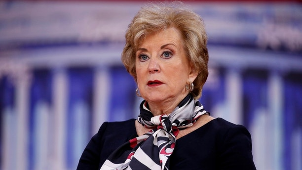Administrator of the Small Business Administration Linda McMahon speaks at the Conservative Political Action Conference (CPAC) at National Harbour, Maryland, U.S., February 23, 2018. REUTERS/Joshua Roberts - RC19B6DD2E10