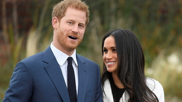 Britain's Prince Harry poses with Meghan Markle in the Sunken Garden of Kensington Palace, London, Britain, November 27, 2017. REUTERS/Toby Melville - RC1D3432FED0
