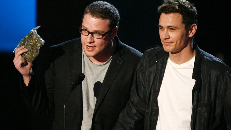 Seth Rogen (L) and James Franco perform in a skit about marijuana at the 2008 MTV Movie Awards in Los Angeles June 1, 2008.