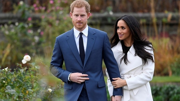 Britain's Prince Harry poses with Meghan Markle in the Sunken Garden of Kensington Palace, London, Britain, November 27, 2017. REUTERS/Toby Melville - RC1ACF5461B0