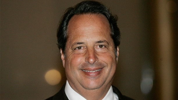 Actor Jon Lovitz arrives for a program honoring Billy Crystal as the 2007 Mark Twain Prize recipient at the Kennedy Center in Washington October 11, 2007.  REUTERS/Molly Riley (UNITED STATES) - GM1DWIUNDGAA