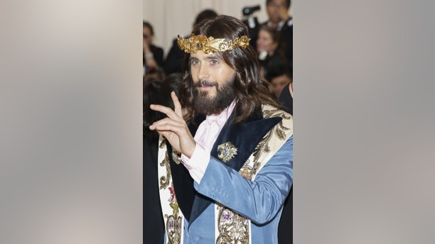 "Actor Jared Leto arrives at the Metropolitan Museum of Art Costume Institute Gala (Met Gala) to celebrate the opening of ""Heavenly Bodies: Fashion and the Catholic Imagination"" in the Manhattan borough of New York, U.S., May 7, 2018. REUTERS/Carlo Allegri - HP1EE5806AXLL"