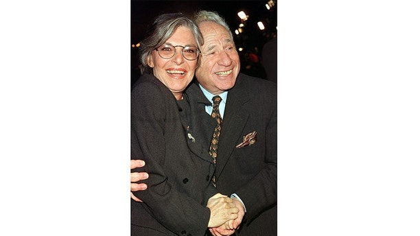 """Actress Anne Bancroft, one of the stars of the new film """"Great Expectations,"""" poses with her husband, actor and director Mel Brooks, as they arrive at the film's premiere January 20 in Los Angeles.[The film which also stars Ethan Hawke and Gwyneth Paltrow is based on the novel by Charles Dickens and  opens January 30 in the United States]. - PBEAHULYVER"""