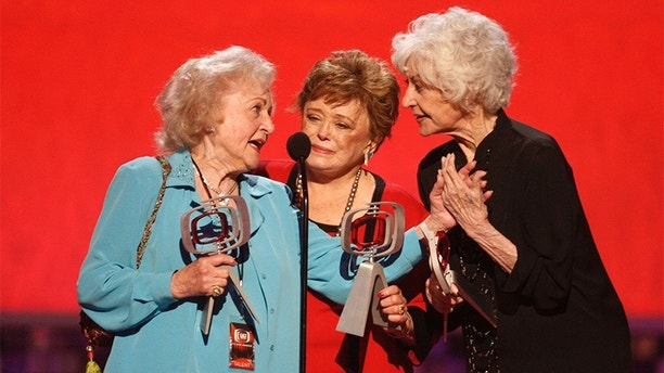 """Actresses Betty White, Rue McClanahan and Bea Arthur (L-R) who starred in the TV series """"The Golden Girls"""" accept the Pop Culture Award at a taping of the 6th annual TV Land Awards in Santa Monica June 8, 2008. The show will be telecast June 15. REUTERS/Fred Prouser (UNITED STATES) - GM1E4690Z0Y01"""