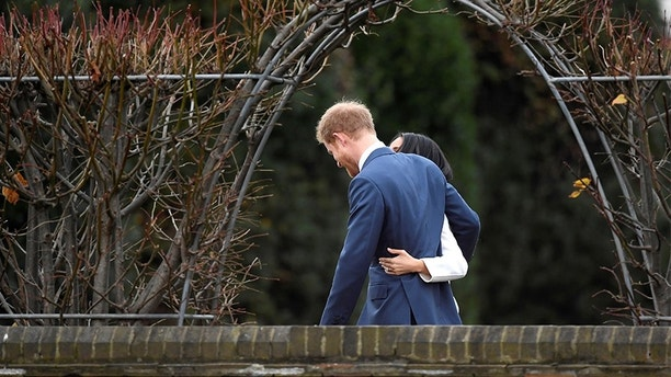 Britain's Prince Harry poses with Meghan Markle in the Sunken Garden of Kensington Palace, London, Britain, November 27, 2017. REUTERS/Toby Melville - RC1BC4F20E50