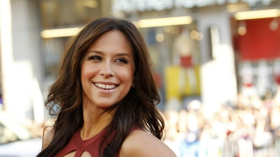 '911' Recruits Jennifer Love Hewitt as Season 2 Regular