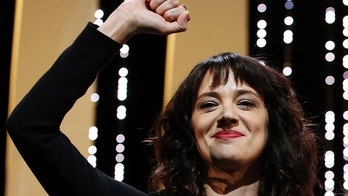 71st Cannes Film Festival – Closing ceremony – Cannes, France, May 19, 2018. Asia Argento gestures on stage. REUTERS/Stephane Mahe - UP1EE5J1J5TBY