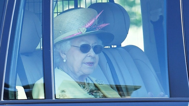 Britain's Queen Elizabeth leaves Windsor Castle the day after her grandson Prince Harry married Meghan, the Duchess of Sussex, in Windsor, Britain May 20, 2018. REUTERS/Dylan Martinez - RC156FF5CEE0