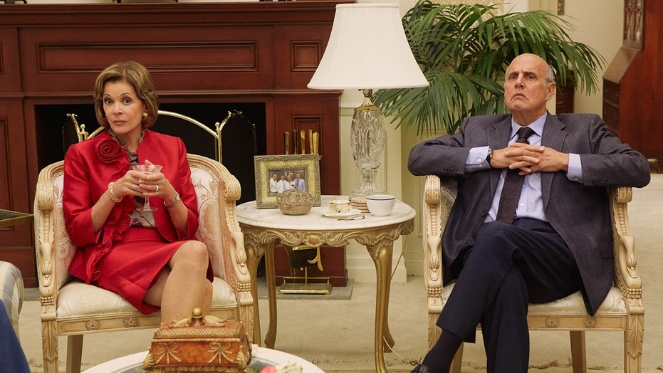 Jessica Walter revealed an on-set fight with Jeffrey Tambor on the set of 'Arrested Development.'