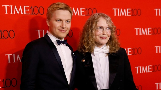 Ronan Farrow and his mother Mia arrive for the TIME 100 Gala in Manhattan, New York, U.S., April 24, 2018. REUTERS/Shannon Stapleton - RC1C9DBB7DC0