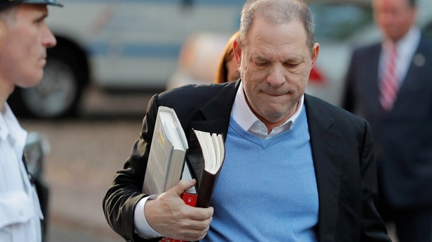 Film producer Harvey Weinstein arrives at the 1st Precinct in Manhattan in New York, U.S., May 25, 2018. REUTERS/Lucas Jackson - RC18DB49D000