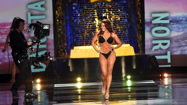 Miss North Dakota Cara Mund competes in the swimsuit competition of the Miss America competition in Atlantic City, New Jersey, U.S. September 10, 2017.  REUTERS/Mark Makela - RC1201748E80