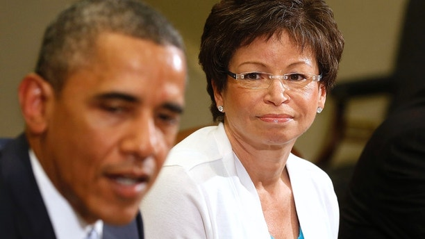 Senior Advisor Valerie Jarrett (C)  listens to U.S. President Barack Obama as he meets business leaders to discuss the need for commonsense immigration reform in the Roosevelt Room of the White House in Washington, June 24, 2013. At right is Director of the National Economic Council and Assistant to the President for Economic Policy Gene Sperling.   REUTERS/Larry Downing  (UNITED STATES - Tags: POLITICS SOCIETY IMMIGRATION) - GM1E96P08NP01