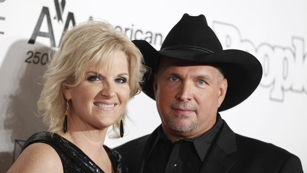 Country%20superstar%20Garth%20Brooks%2C%20one%20of%20the%20most%20successful%20country%20singers%20of%20all%20time%2C%20and%20singer%20Trisha%20Yearwood%20married%20in%202005%20on%20their%20ranch%20in%20Oklahoma.%20In%20addition%20to%20performing%2C%20Trisha%20has%20released%20several%20cookbooks%20and%20currently%20stars%20in%20%E2%80%9CTrisha%E2%80%99s%20Southern%20Kitchen%E2%80%9D%20on%20the%20Food%20Network.%0ARECIPES%3A%20Trisha%20Yearwood's%20Chicken%20Poppyseed%20Salad%20And%20Sausage%20Balls%0A