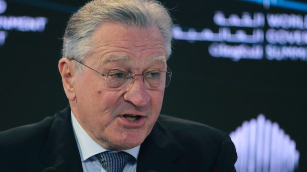 """American actor Robert De Niro, speaks during the World Government Summit in Dubai, United Arab Emirates, Sunday, Feb. 11, 2018. De Niro took aim at the Trump administration's stance on climate change, telling a packed audience that he was visiting from a """"backward"""" country suffering from """"temporary insanity."""" (AP Photo/Kamran Jebreili)"""
