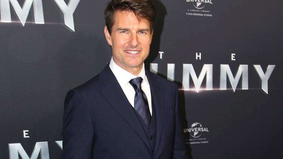 """Tom Cruise shares first photo from the """"Top Gun 2"""" movie set."""