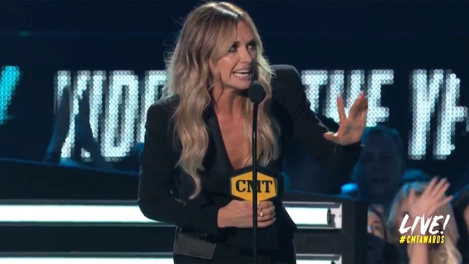 carly pearce cmt awards
