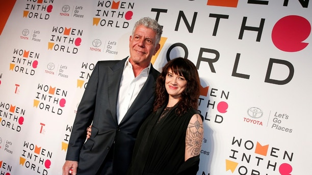 Anthony Bourdain poses with Italian actor and director Asia Argento for the Women In The World Summit in New York City, U.S., April 12, 2018. REUTERS/Brendan McDermid - RC16CC68BFB0