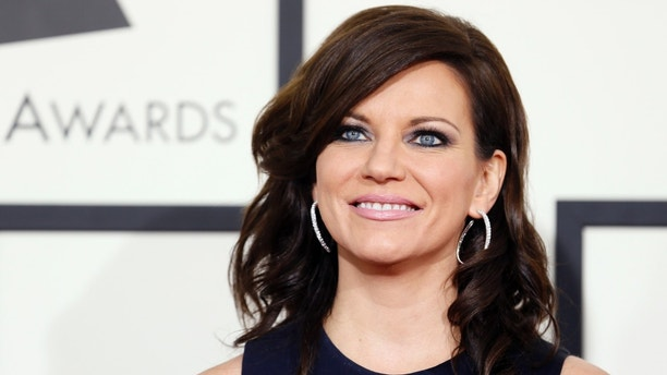 Country musician Martina McBride arrives at the 56th annual Grammy Awards in Los Angeles, California January 26, 2014.     REUTERS/Danny Moloshok (UNITED STATES TAGS: ENTERTAINMENT) (GRAMMYS-ARRIVALS) - RTX17W1O