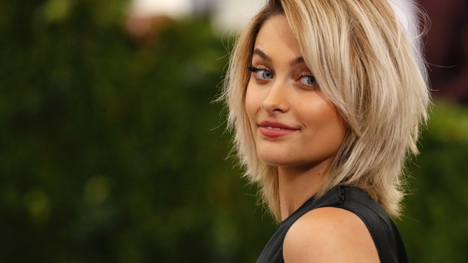 Paris Jackson Removes Graffiti From Michael Jackson's Walk of Fame Star