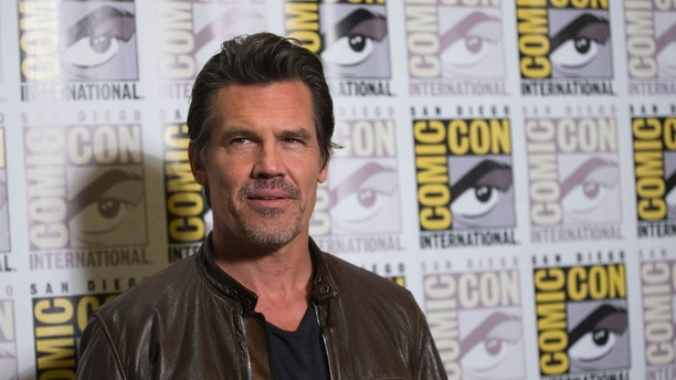 """Cast member Josh Brolin poses at a press line for """"Sin City: A Dame to Kill For"""" during the 2014 Comic-Con International Convention in San Diego, California July 26, 2014.  REUTERS/Mario Anzuoni (UNITED STATES - Tags: ENTERTAINMENT) - RTR408MU"""
