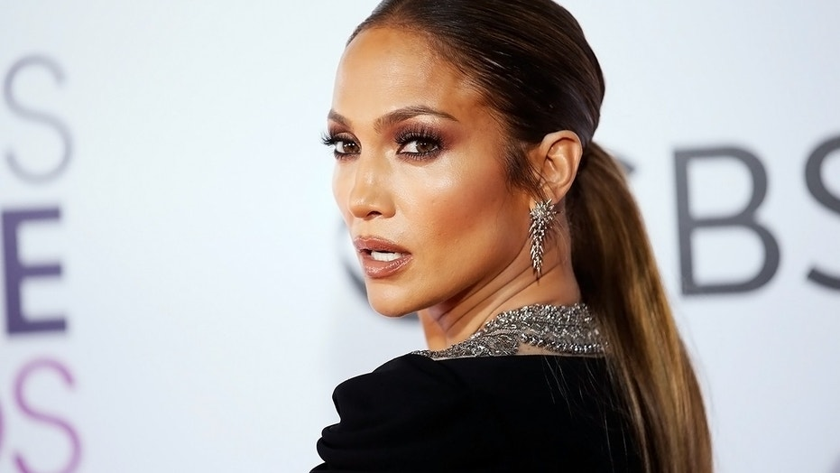 Jennifer Lopez shared a photo that proved to be a hoax about Trump's border policies.