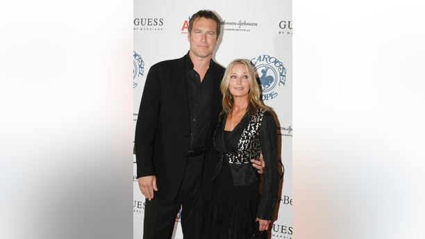 Actress Bo Derek and actor John Corbett arrive at the Carousel of Hope Ball in Beverly Hills October 25, 2008. The ball benefits the Barbara Davis Center for Childhood Diabetes. Picture taken October 25.  REUTERS/Fred Prouser     (UNITED STATES) - GM1E4AR05KD02