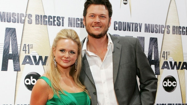 Singers Miranda Lambert (L) and Blake Shelton arrive at the 41st annual Country Music Awards in Nashville, Tennessee November 7, 2007.