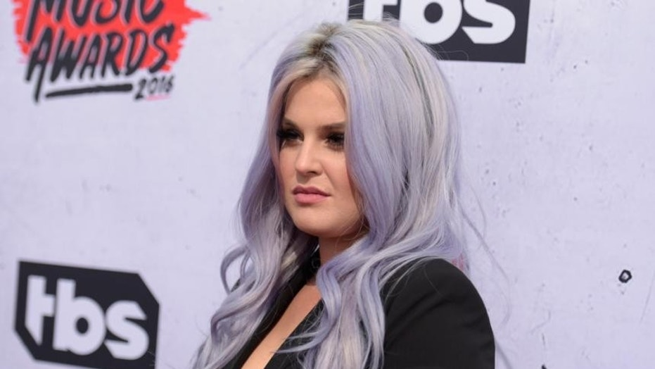 """Kelly Osbourne says she goes to therapy """"once a week."""""""