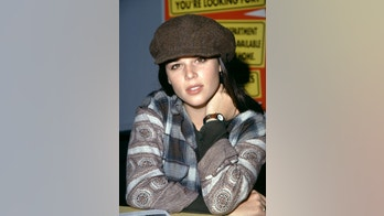LOS ANGELES, CA - 1996:  Actress Neve Campbell poses for a portrait circa 1996 in Los Angeles, California.  (Photo by Ron Davis/Getty Images)