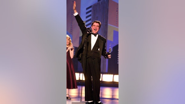"""FILE - In this June 3, 2001 file photo, actor Gary Beach accepts the award for best performance by a featured actor in a musical for his role in """"The Producers,"""" during the 55th annual Tony Awards in New York.  Beach died Tuesday, July 17, 2018 in Palm Springs, Calif., at the age of 70. (AP Photo/Suzanne Plunkett, File)"""