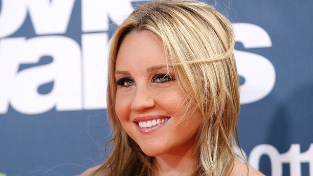 Actress Amanda Bynes arrives at the 2011 MTV Movie Awards in Los Angeles in this file photo from June 5, 2011.  Bynes was arrested over the weekend on a misdemeanor charge of driving under the influence of drugs in Los Angeles, the California Highway Patrol said September 29, 2014.  REUTERS/Danny Moloshok/Files  (UNITED STATES - Tags: ENTERTAINMENT) - TM3EA9T1DIG01